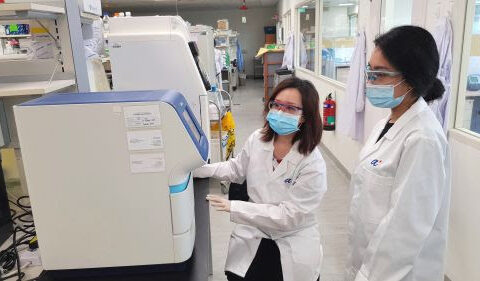 Scientists from the Experimental Drug Development Centre, A*STAR, performing real-time Reverse Transcription-Polymerase Chain Reaction (RT-PCR) to amplify the genetic material from ETC-159 clinical samples. From L-R: Ms Sylvia Gan, Senior Research Manager; Ms Nurul Rozaini, Research Associate (Photo credit: A*STAR)